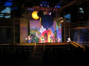 Dog Goofy rockin' out at the Disney Junior attraction.