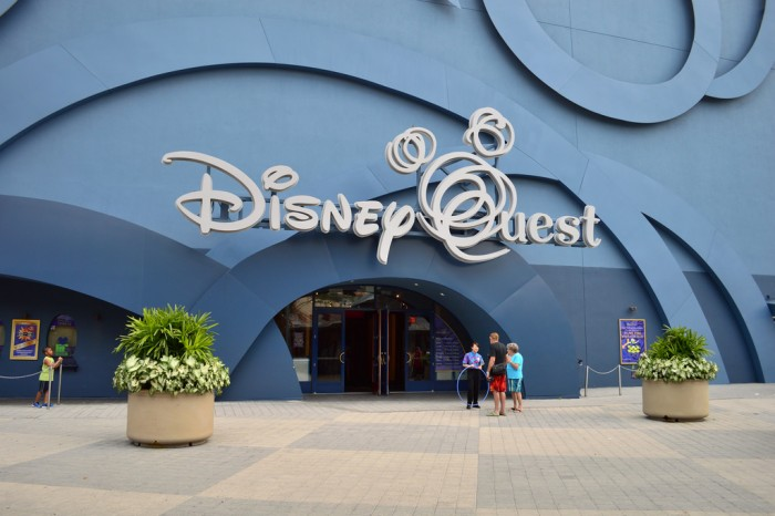 DisneyQuest_glover