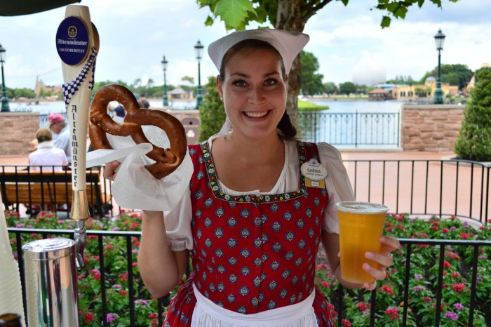 EPCOTSNACKS_GermanPretzel_glover