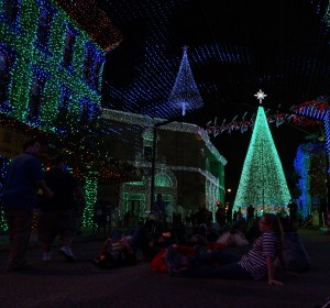 This is the type of experience we all want at the Osborne Lights--a relaxing view of the lights. (Photo by Julia Mascardo)