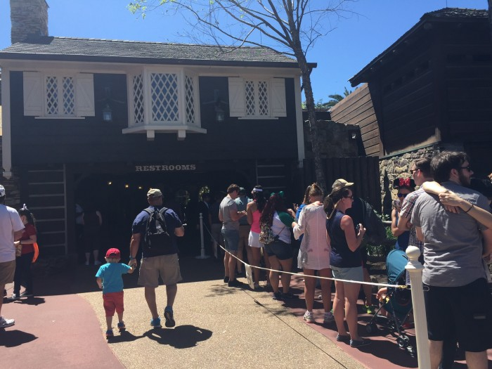 The day before major updates to the MyDisneyExperience app, long lines at the FP+ kiosk could be found