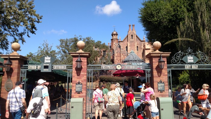 The Haunted Mansion after crowds started to build