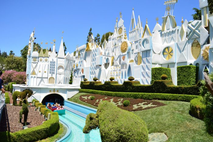 SATURDAY SIX: 6 Disneyland Rides BETTER Than Their Disney World Counterparts