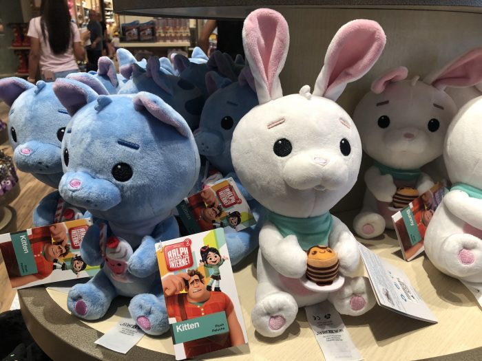 The SATURDAY SIX Heads To Disney Springs and Looks at